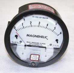 Dwyer Magnehelic 2006 Differential Pressure Gauge - Photo 1