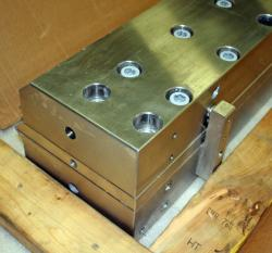 Used 49 Custom 2-Layer Cascading Stainless Steel Slot Die - Photo 4